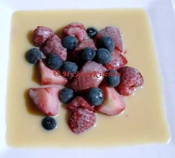 Berries with white chocolate