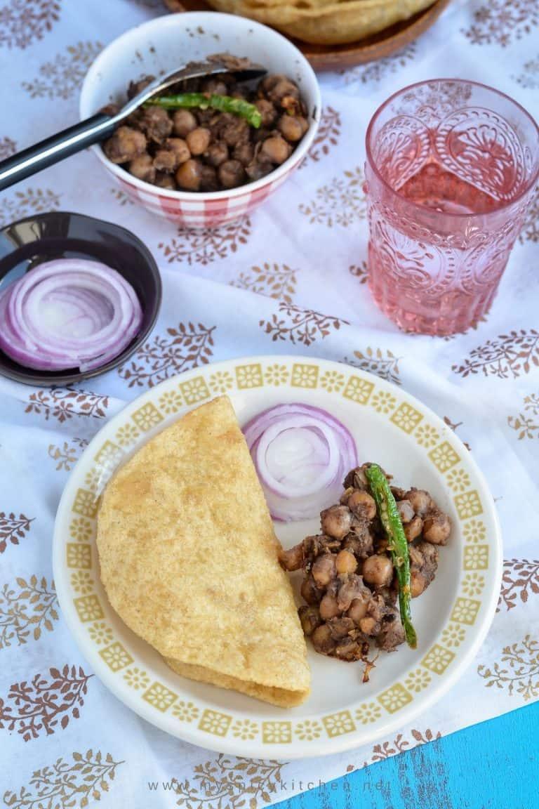 A plate of pindi chana nad poori.