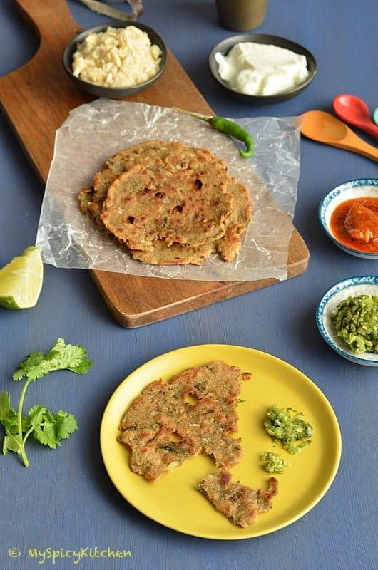 Thalipeeth, Thecha & Shevayachi Kheer 1, Thalipeeth, Savory pancake, Thecha, Shevayachi Kheer,  Maharashtrian Food, Maharashtrian Cuisine, Blogging Marathon, Indian Food, Buffet on Table